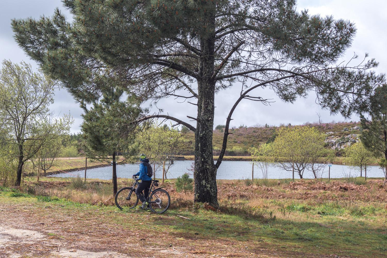 lago artificial na serra de ladário